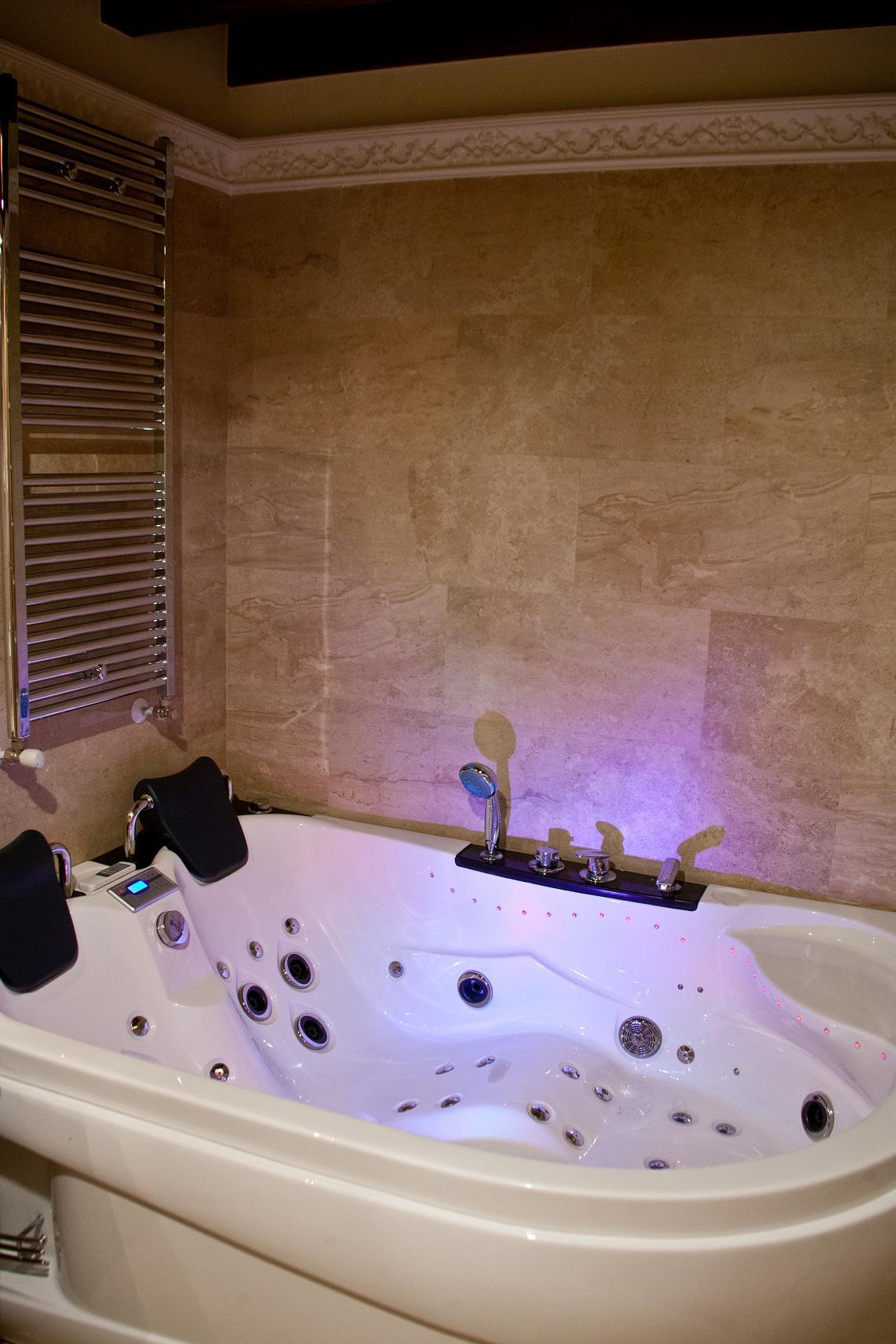 Casa rural con jacuzzi y sauna casa rural madre pepa for Jacuzzi para dos personas